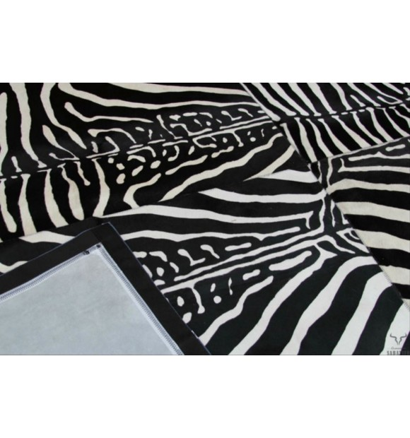 tapis en cuir peau de vache zebre noir et blanc style. Black Bedroom Furniture Sets. Home Design Ideas